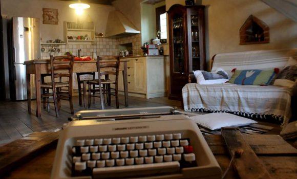 panoramica con macchina da scrivere